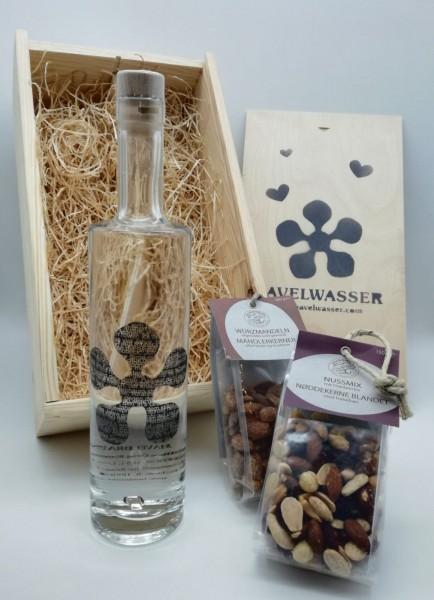Geschenkbox von Havelwasser zum Vatertag mit Havelbrand, Würzmandeln und Nussmix von Nusswerk